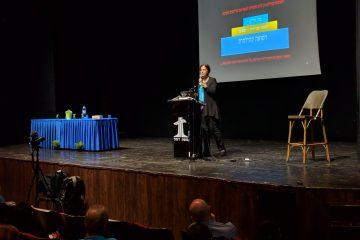 דר' אביבה אלעד מרצה על המסע החברתי והשליחות של קורס פעילי בריאות במניעת רפואת יתר